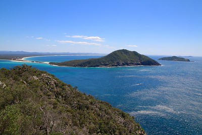 Yacaaba Head from Tomaree Head. Port Stephens, New South Wales, Australië.