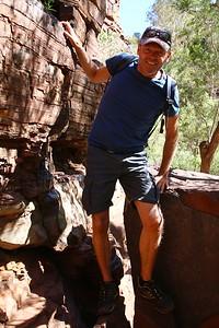 Rock climbing @ Dales Gorge, Karijini NP, Pilbara. WA, Australië.