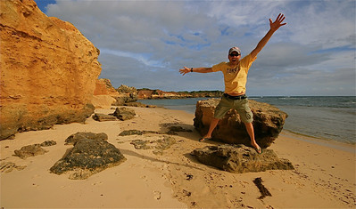 Uit de reeks: 'Jump!' Wild Dog Cove, Bay of Islands Coastal Park, Great Ocean Road. Victoria, Australië.