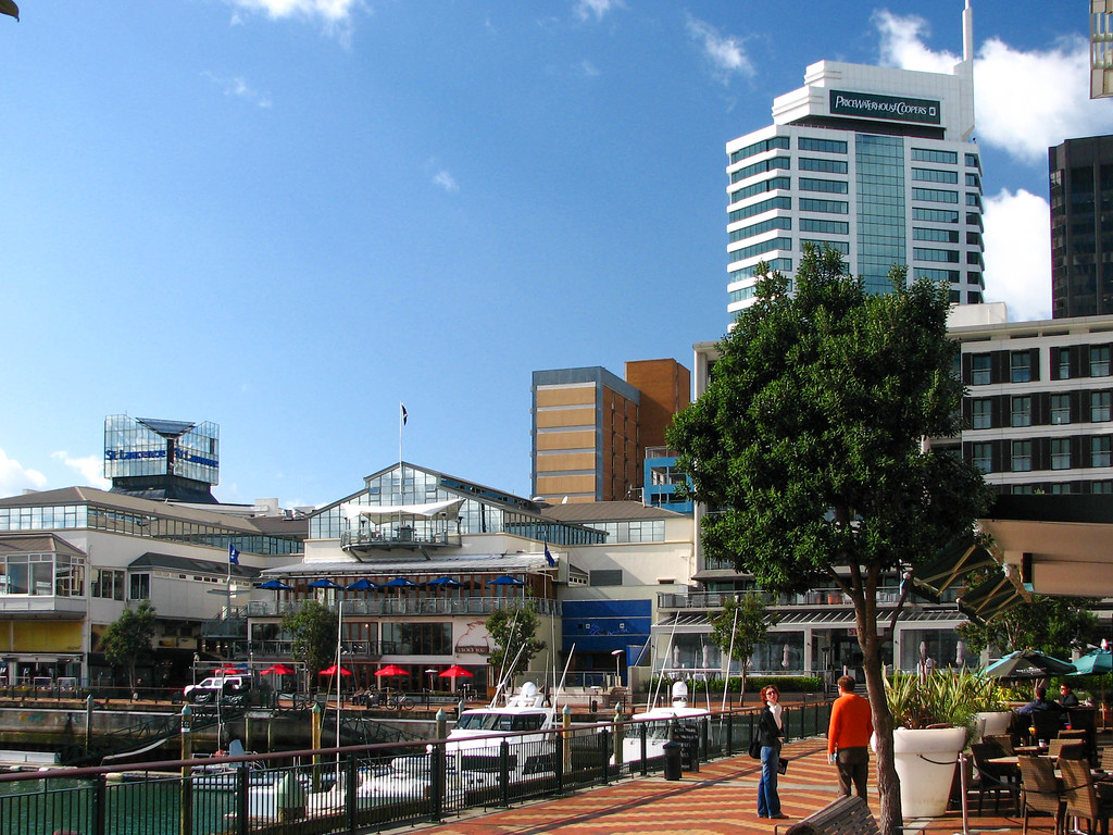 Walking around downtown Auckland and the Waitemata Harbour area.