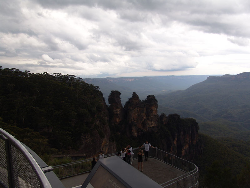 View of the 3 sisters from Echo Point , Katoomba.
