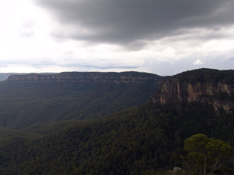 At 170m high Echo point gaze upon the the Jamison Valley.