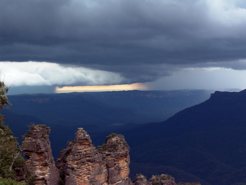 A gully washer in progress in the distance but moving towards Katoomba