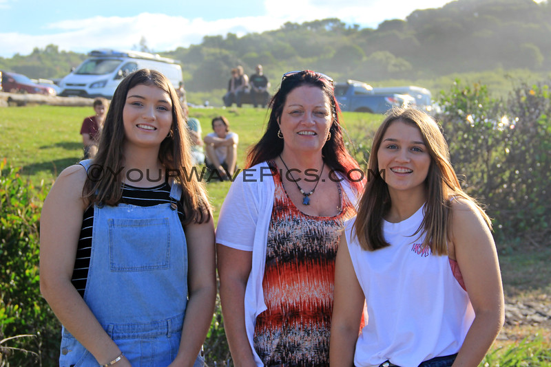 2016-03-25_1478_Candeece_Denise_Rhiannon Halling.JPG<br /> <br /> My cousin, Denise (Bentlin) Halling with her daughters, Candeece and Rhiannon