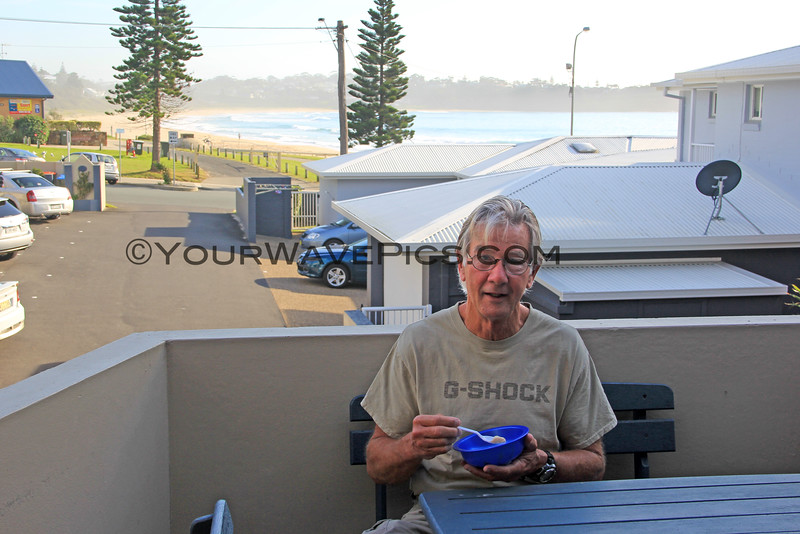 2016-03-24_1386_Tony_Beach House Mollymook.JPG<br /> <br /> This is how we roll - eating breakfast at our hotel on the beach