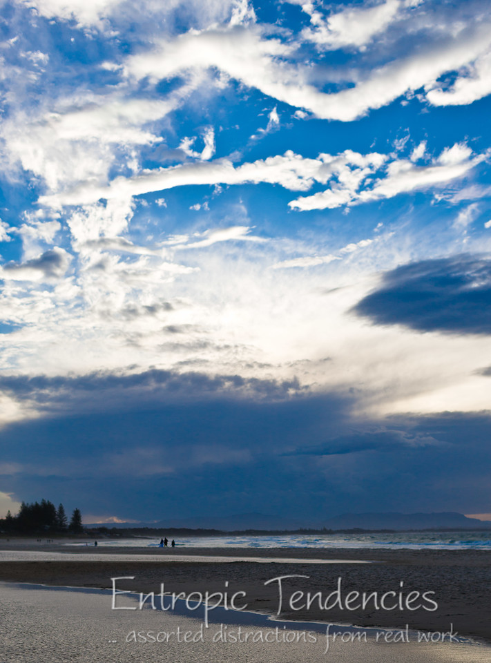 Stunning skies at Byron Bay Date: 12 August 2009 © Copyright 2009 Barrie Spence