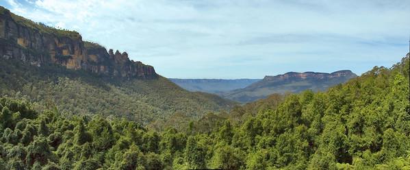 The Jamison Valley from the skycar Katoomba The Blue Mountains - NSW Australia - 6 Oct 2005