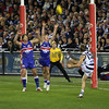 AFL, in action... Western Bulldogs contra Geelong