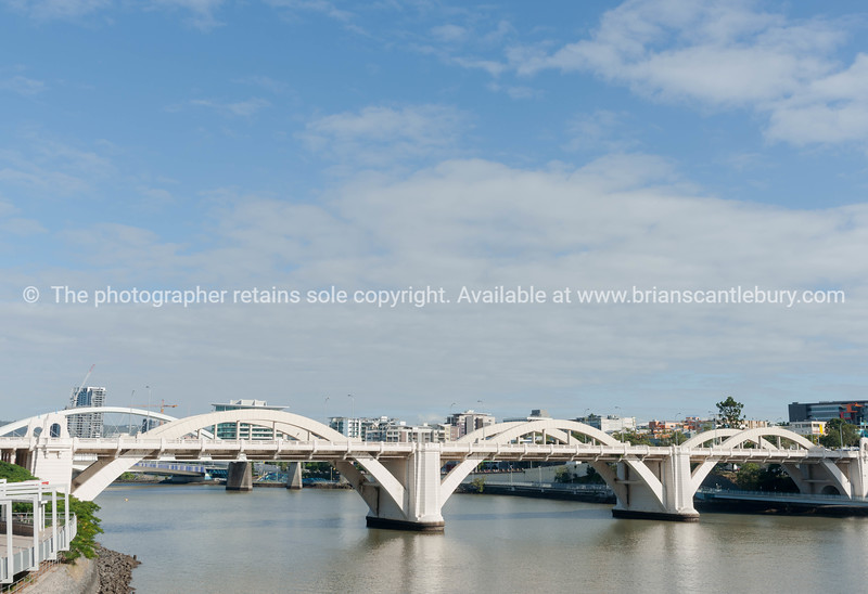 William Jolly Bridge crosses Brisbane River from south to north city