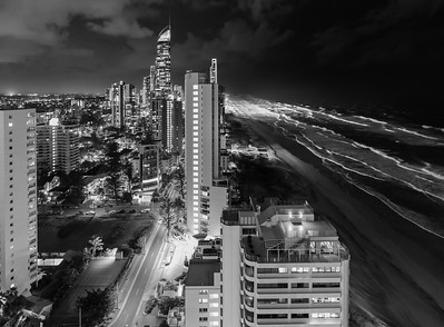 Surfers Paradise by night ... Queensland