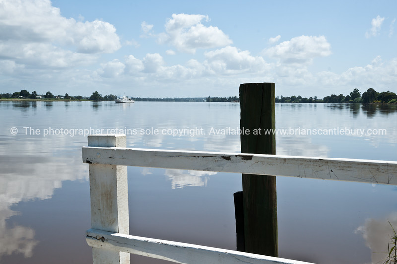 Clarence River from jetty at Ulmarra.