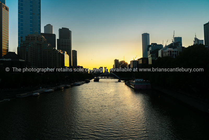 Melblourne commercial skyline on both sides of Yarra River