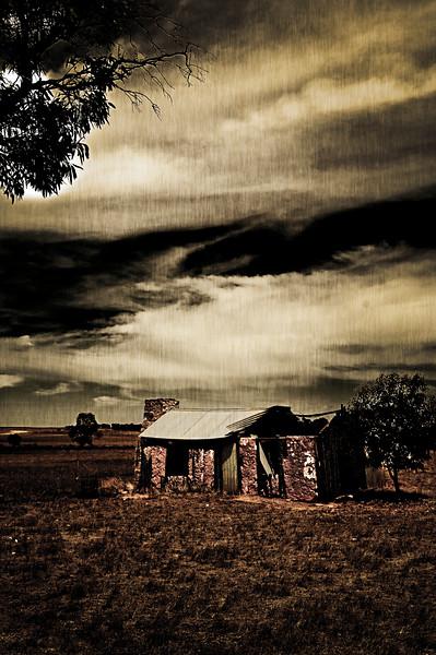Ruined farmhouse by Murray Bridge.