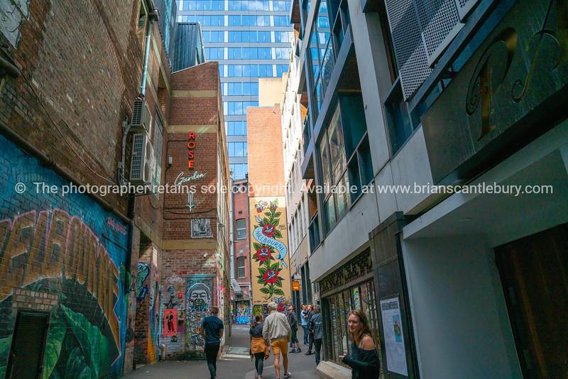 Duckboard Place street art
