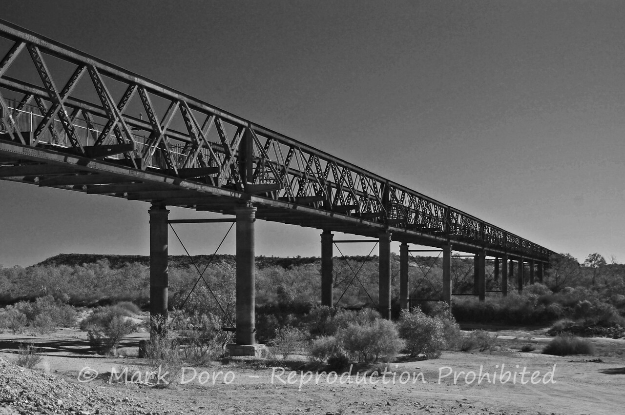 Abandoned railway bridge, off the Ooodnadatta track