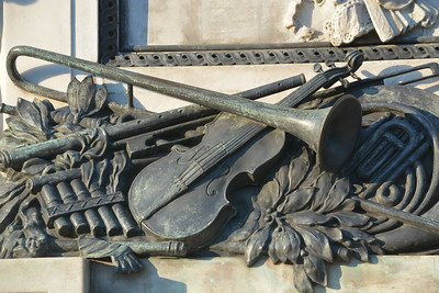 Mozart - insturments at base of statue