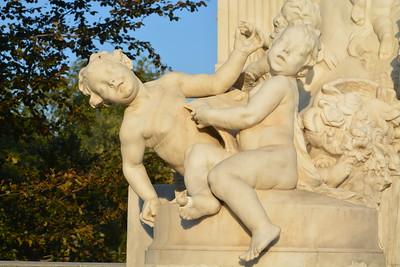 Mozart - cherubs at base of statue
