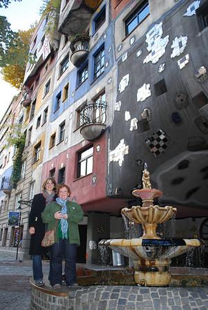 Linda and Christina at the Hundert Wasser House fountain