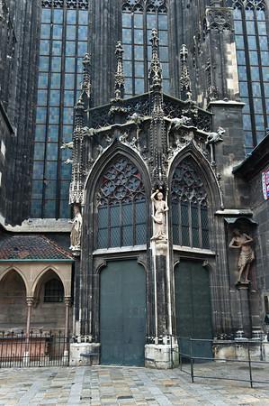 собор святого Стефана, один из входов