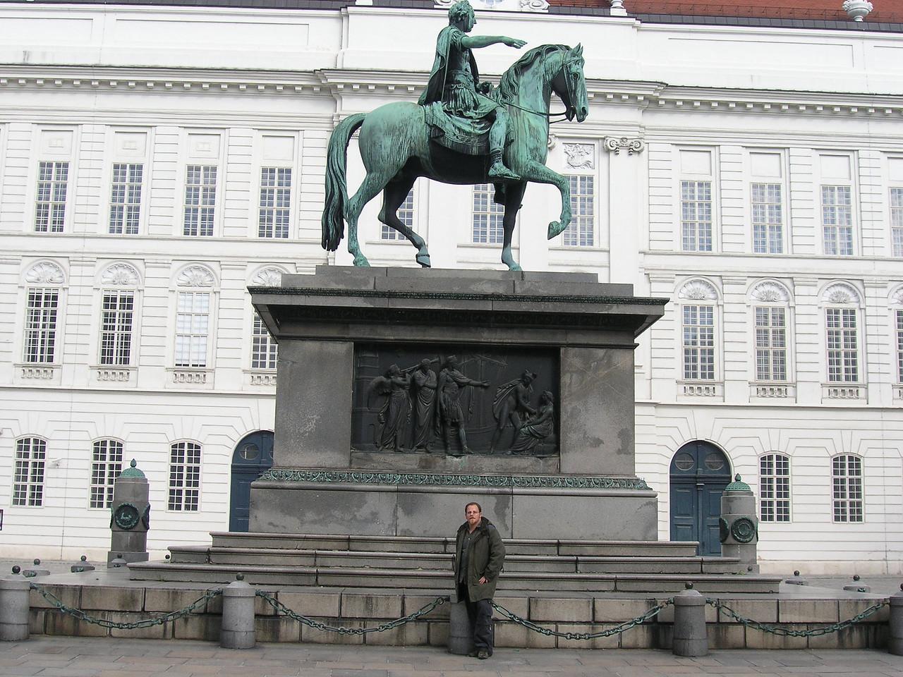 Simon and statue in Vienna