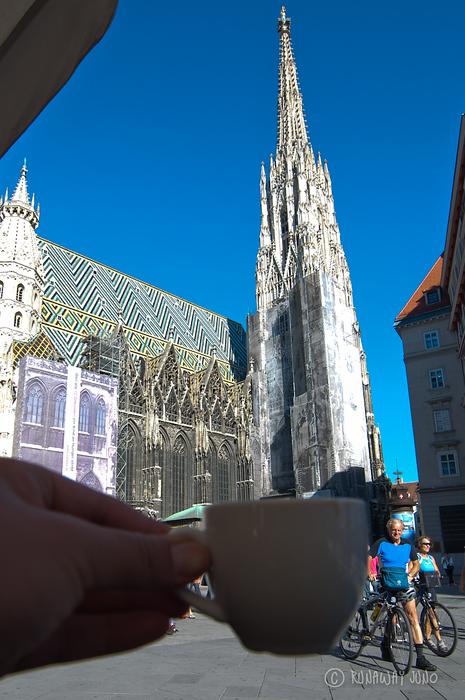 Drinking coffee in front of St.Stephen's