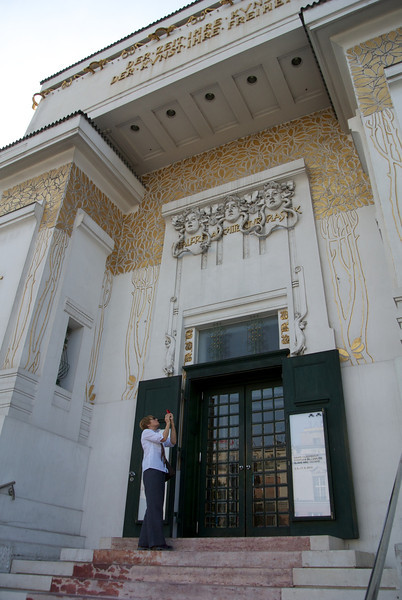 Vienna: Candy shoots the Secession Bldg portal