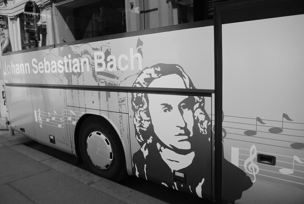 Vienna: Elite Cultural Tours bus