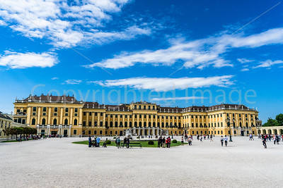 Schonbrunn Palace entrance