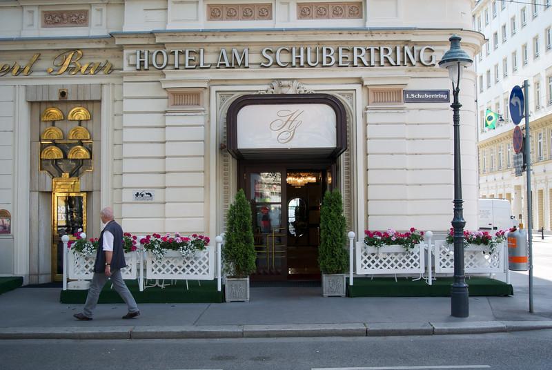 Vienna: Hotel front