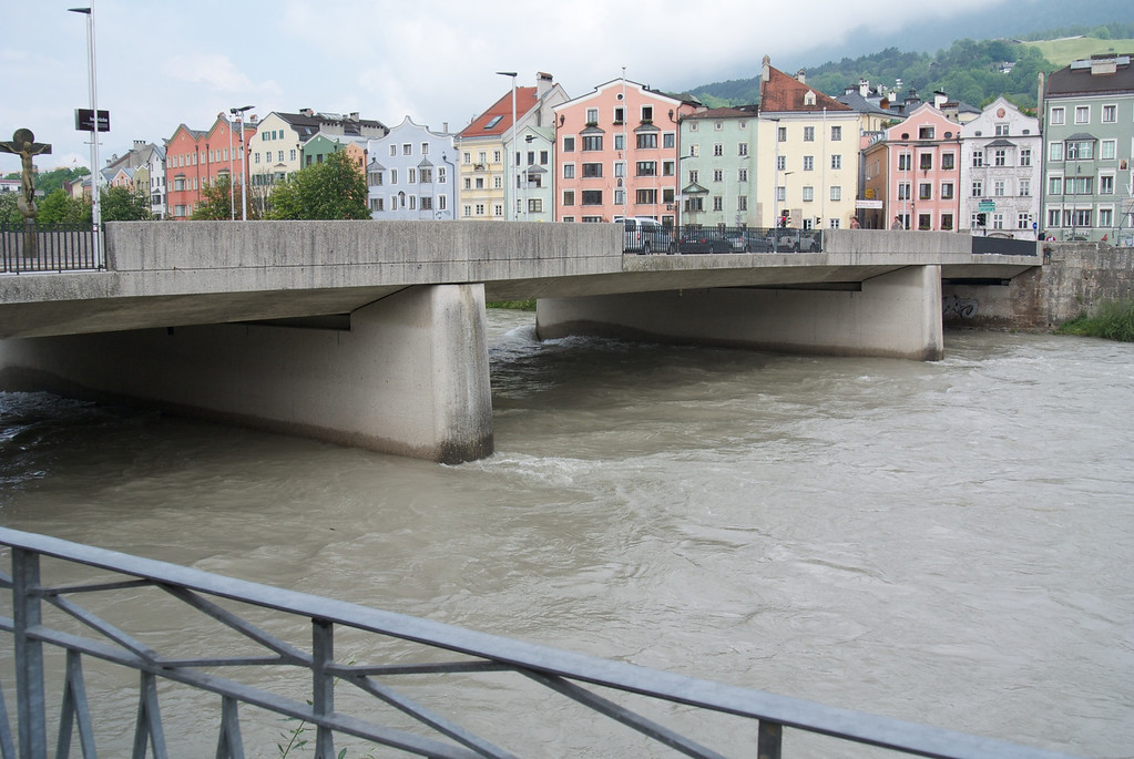 Innsbruck: Turbulent Inns River