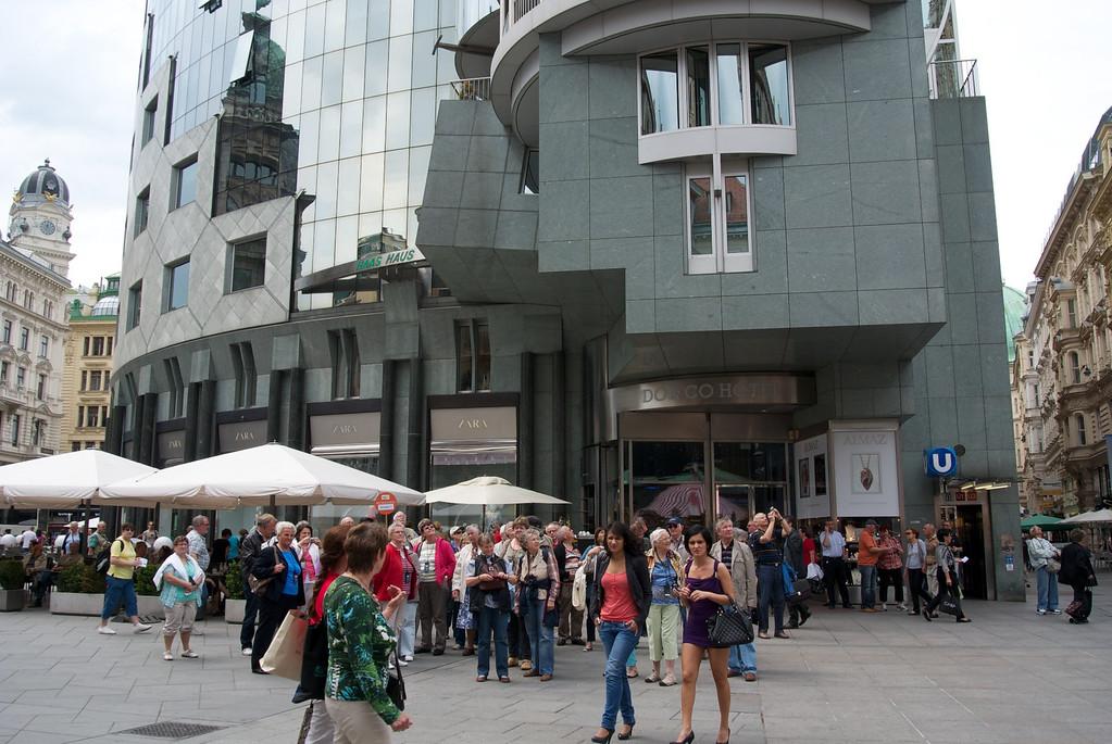 Vienna: Street scene in front of Haas Haus