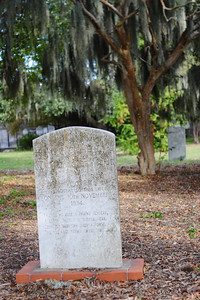 Colonial Park Cemetery in downtown Savannah, over 200 years old but nowhere near as creepy as the younger but darker Bonaventure Cemetery 20 minutes outside town.  © Shams Tarek (www.shamstarek.com)