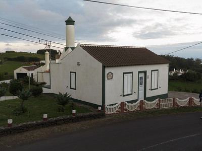 A typical Santa Maria house, pity about all the overhead cables ...