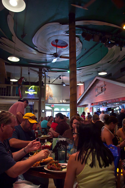 "EATING A ""CHEESEBURGER IN PARADISE""-MARGARITAVILLE CAFE IN KEY WEST"