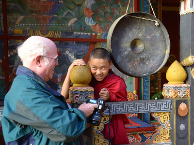 Young monk seeing his photo.