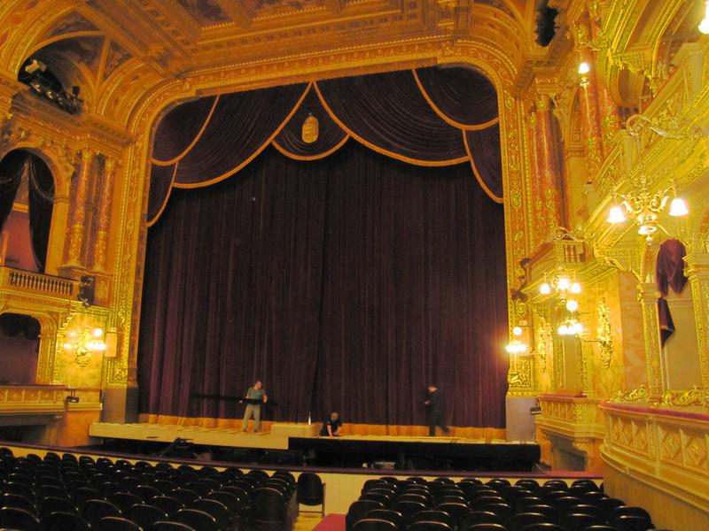 33-Stage front (proscenium)