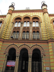 31-Rumbach Synagogue, street entrance.