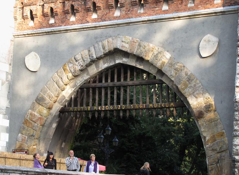 77-Vajdahunyad Castle portcullis, city park