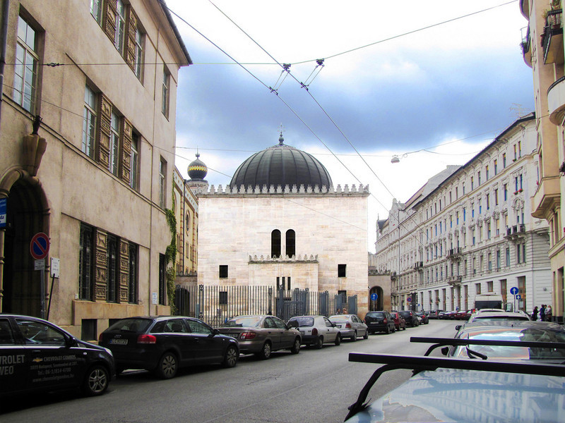 13-The Jewish Museum (stone cube with dome) stands on the site of Theodore Herzl's house of birth. Built 1930 in the synagogue's architectural style and attached in 1931 to the main building. Holds the Jewish Religious and Historical Collection.