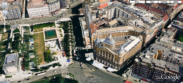 02-Erzsebet Square is on the left. Karoly Korut (the street at bottom right) leads to the Jewish quarter and synagogues.