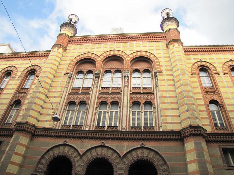 32-Rumbach Synagogue, street façade.