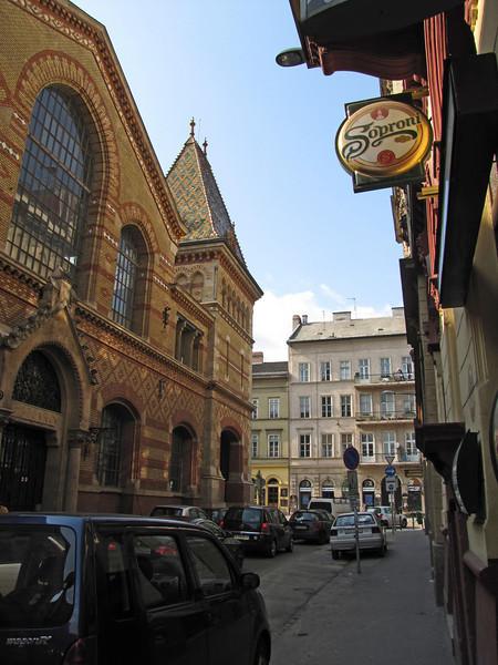 46-Pipa Street, Great Market Hall on left, Vamhaz Korut (street) crosses ahead.