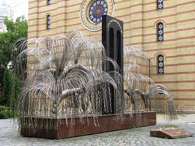 23-Memorial tree, rear of synagogue