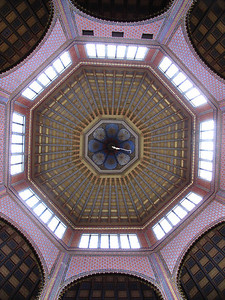 34-Rumbach Synagogue, looking up at dome from below. I found online verification that an ambitious art exhibit was mounted here in 2009.