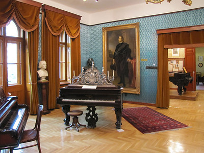 17-... a pair of pianos specially made for him Liszt by Thomas Chickering & Sons, Boston.