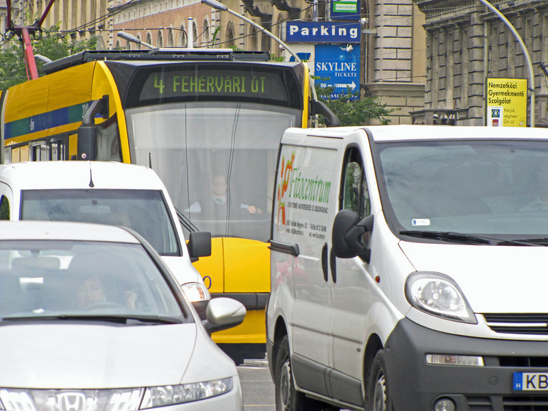 07-Traffic at Octagon intersection on Andrassy