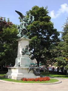 15-Hussar statue, Disz Ter (Parade Square)