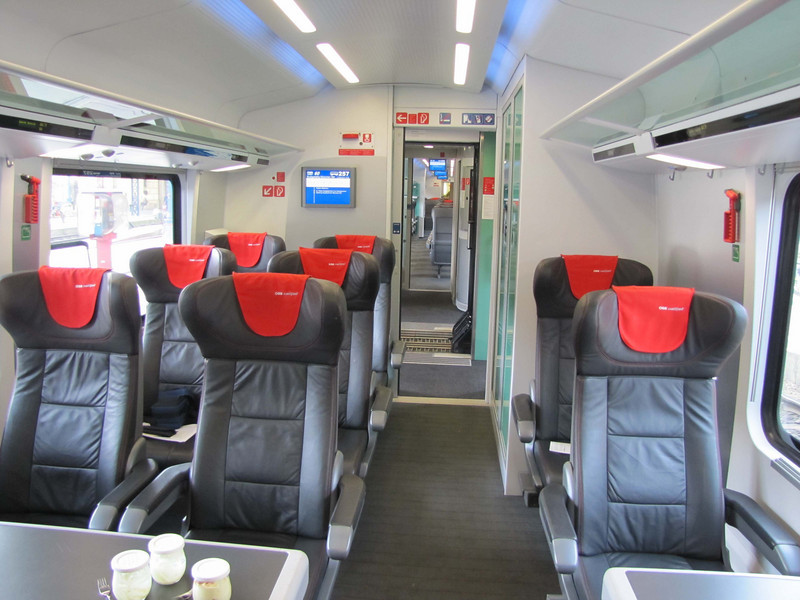 Railjet, 1st Class Coach, non-smoking. You can see my blue camera case on my seat, left middle. At maximum, seven of the 11 seats were occupied.