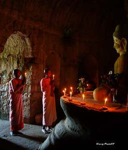 nuns in prayer to the Buddha