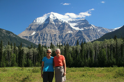 Sheri & Mitzi and Mt. Robson from visitor center before starting the Berg Lake trail. We are clean and smell nice.